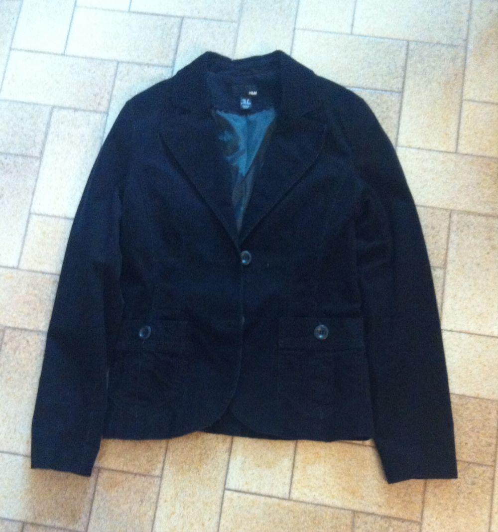 Giacca di velluto nera H M. chiuso. Categoria  Abbigliamento   Abbigliamento  donna 39cc343af2a1
