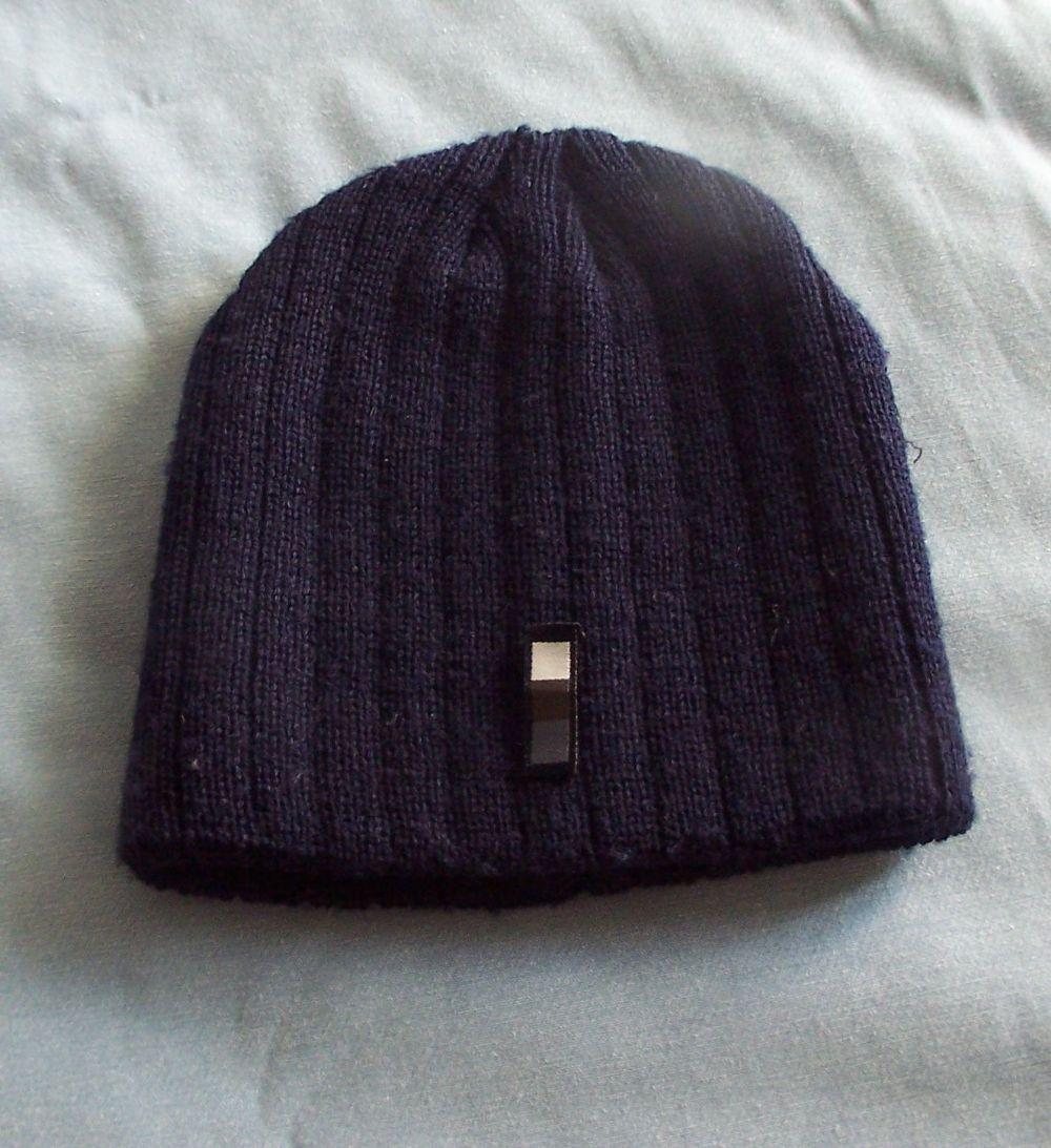 Descrizione cappello in lana blu adatto ad un bambino o bambina non ha  etichette quindi non saprei la misura ma è molto elastico ed entra anche a  me ef4ca68bc7ed