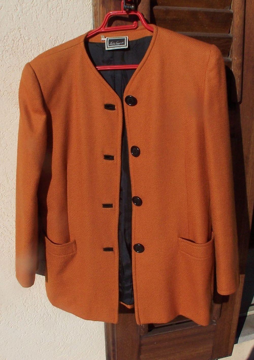 Descrizione Giacca lunga o cappottino Luisa Spagnoli color arancio scuro  molto bello in pura lana vergine modello quasi vintage con spalline ma non  troppo ... ee688f173fe3
