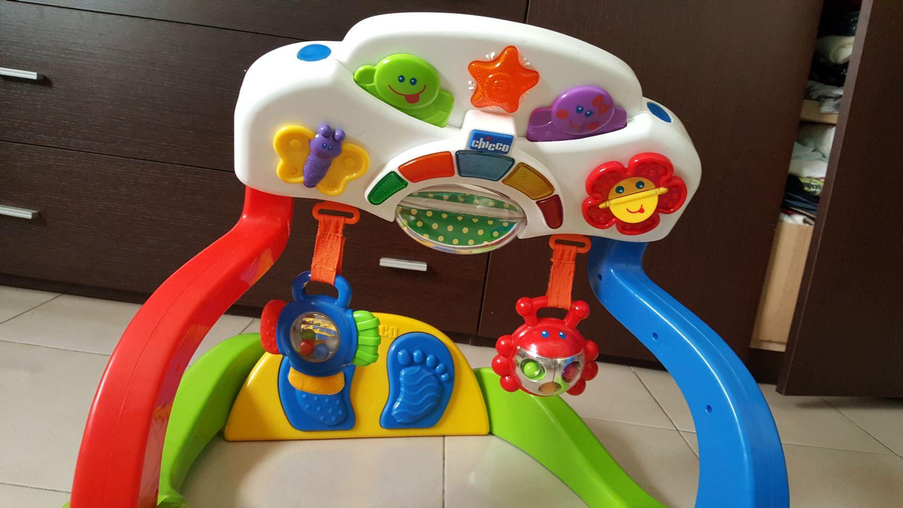 Descrizione Da 1 a 9 mesi. Bambini può giocare sdraiato e seduto. Ha 2  pedali che suonano. 09faa8cba9d