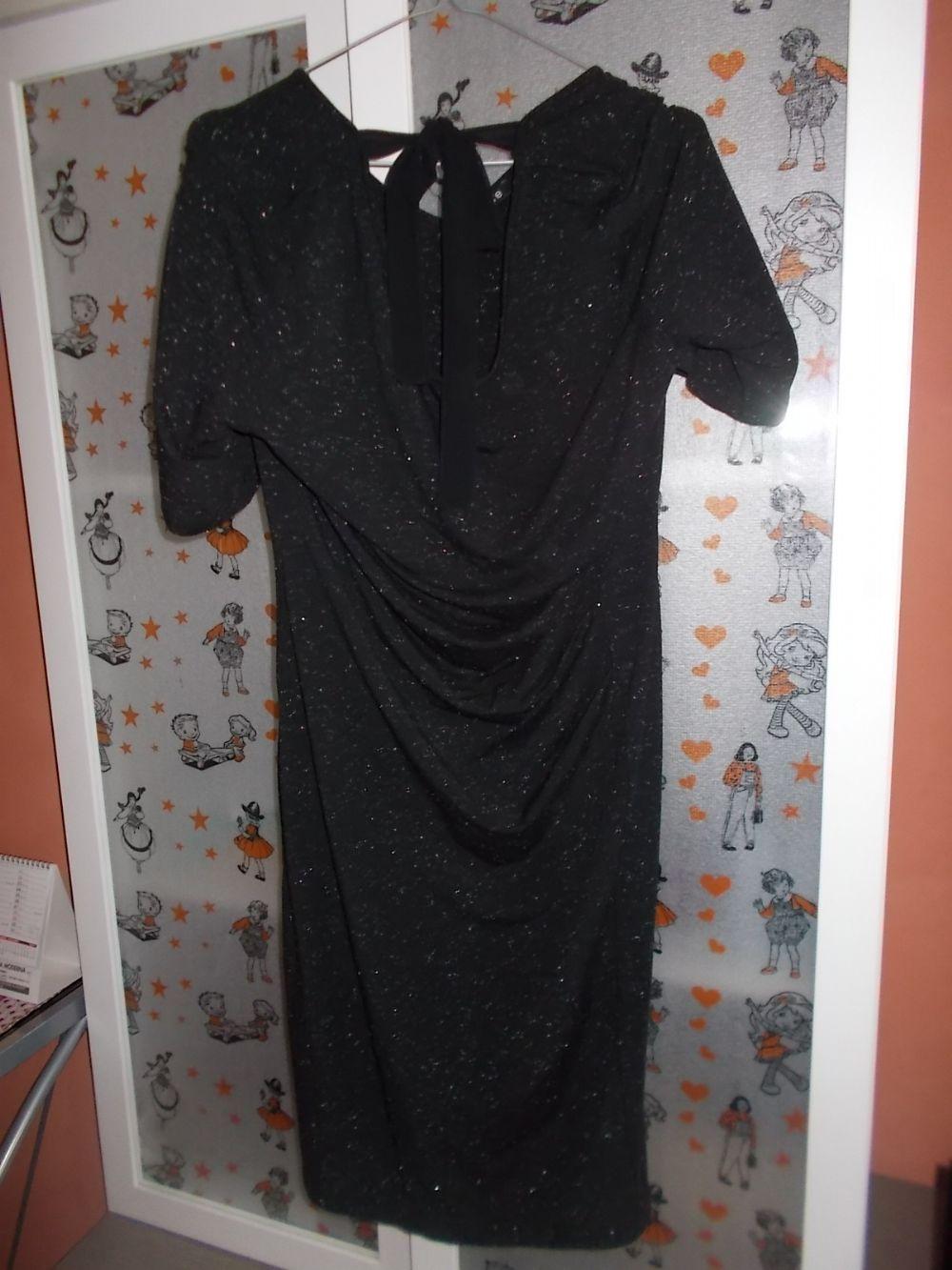 88820d917f5d1 Descrizione Vestito nero marca Oltre a maniche corte con inserti