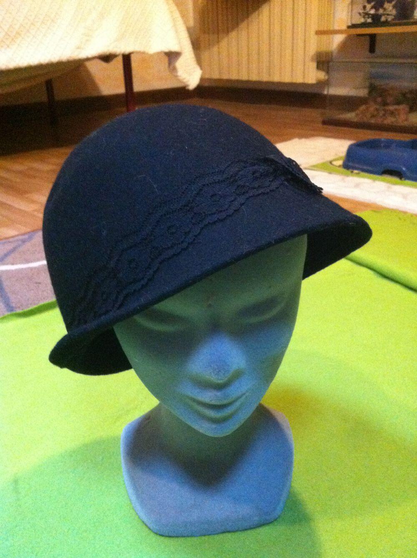Cappello nero Sisley. scambiato. Categoria  Abbigliamento   Abbigliamento  donna 4156477f2b78