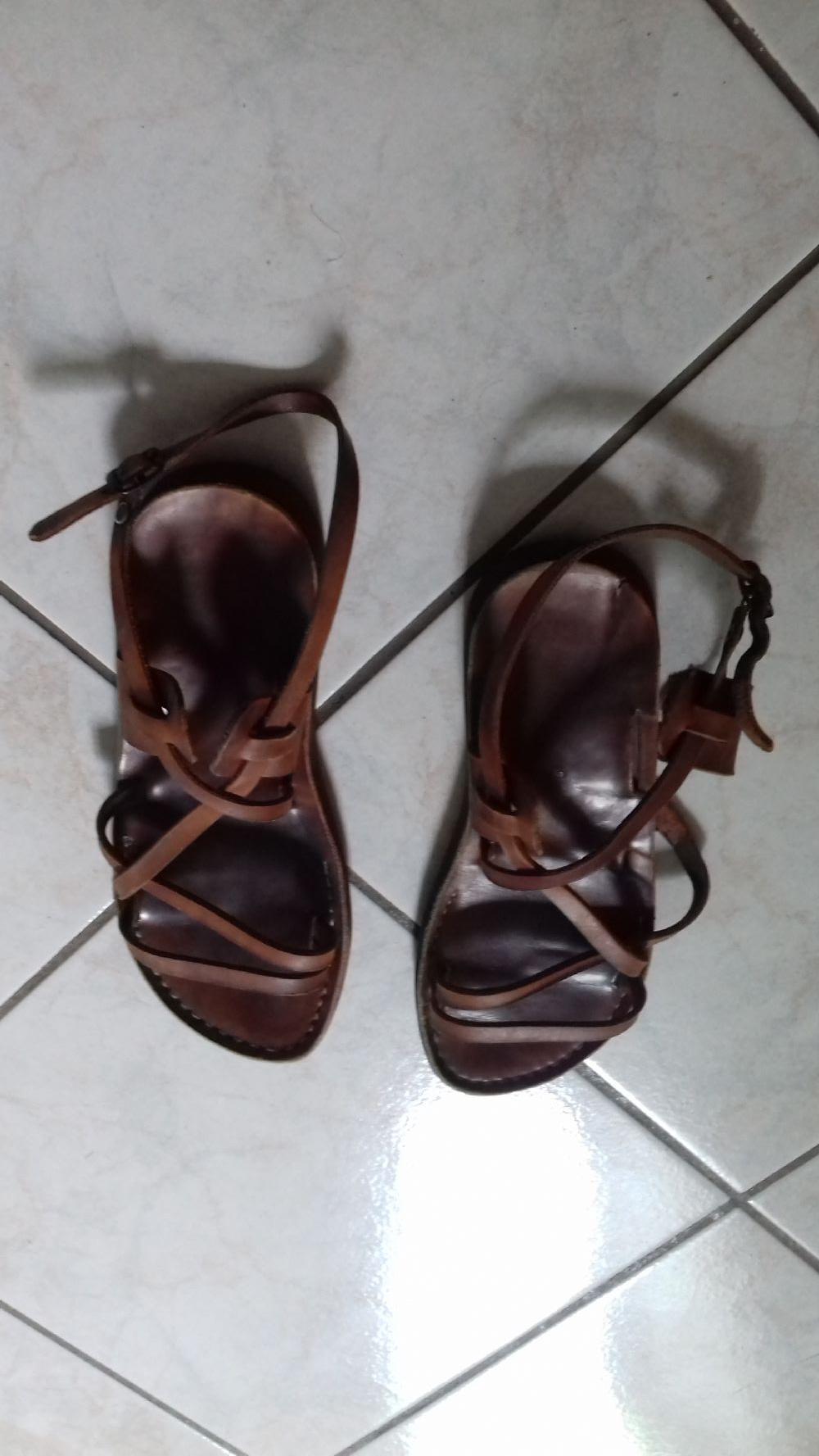 BarattoScambio: Sandali pelle n. 39 [ AbbigliamentoScarpe