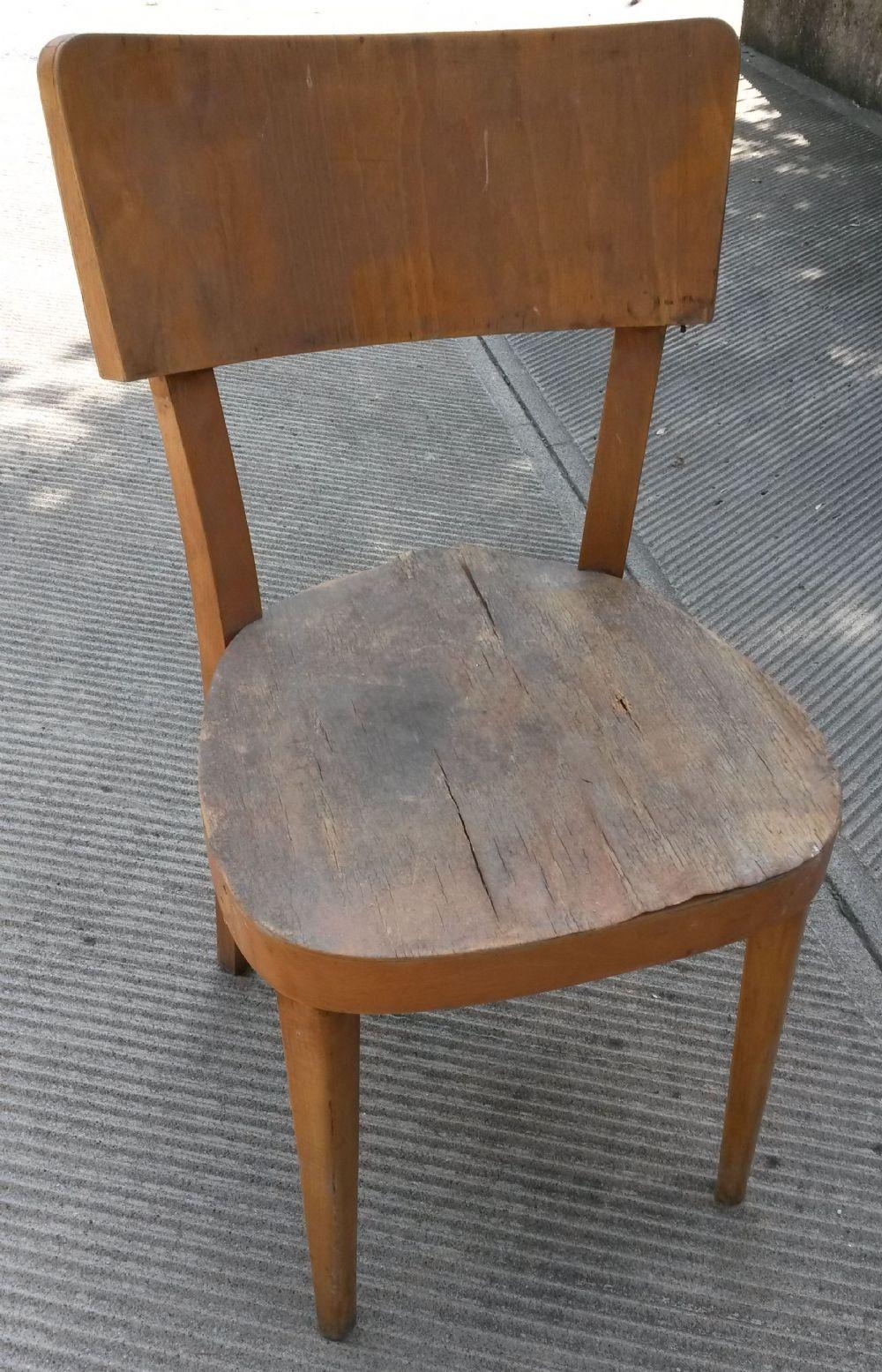 Sedia in legno da restaurare